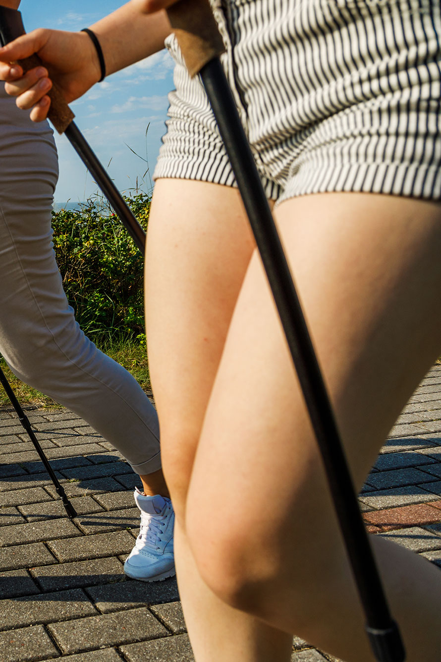 Nordic-Walking-Gruppe an der Nordsee