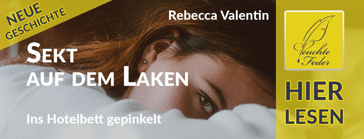 """Symbolbild zu """"Sekt auf dem Laken"""": Brünette Frau auf einem Hotelbett."""