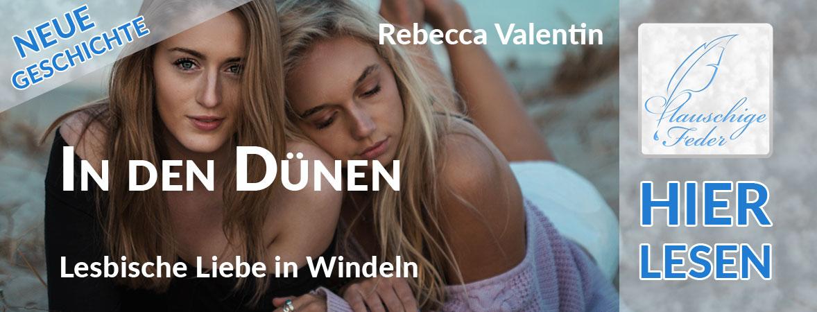 "Symbolbild zu ""In den Dünen"": Lesbisches Paar kuschelt am Strand in den Dünen."